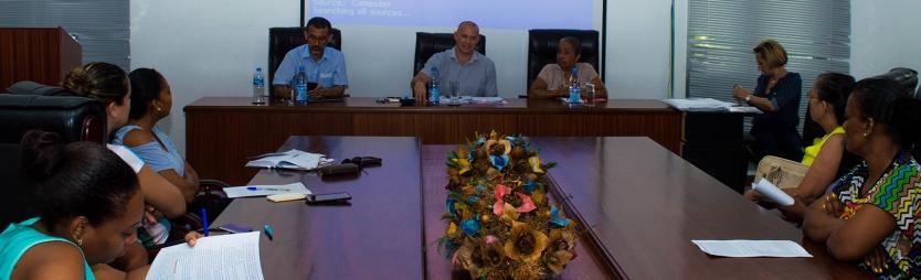 Praslin nurses discuss scheme of service with management